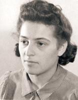 1940 | 10 juli • Lotty Veffer wordt 19 jaar